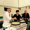 Christiane u. Klaus-Peter Waldenberger beim Crepes Backen am Brückenfest 2015